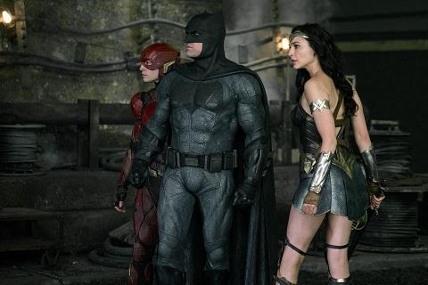 justice league adalet birligi batman in sozlesmeli isci olarak calistirdigi dunyayi kurtarma ekibi